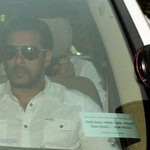 Bollywood superstar Salman Khan sentenced to 5 years in prison for killing man with his car http://t.co/pkc9cMHrIR http://t.co/Fejj7eCNLs