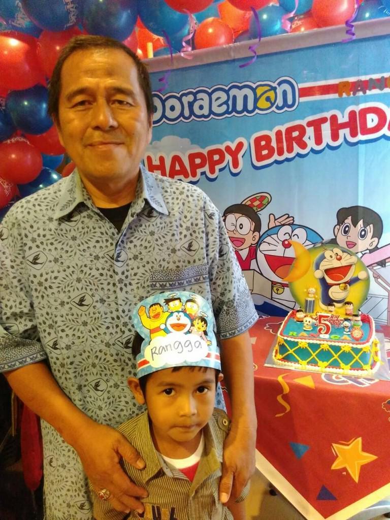 Selamat ulang tahun Rangga, putra dari Bapak Alex Ridwan pengemudi Blue Bird. Hari ini Rangga merayakan ultah :) http://t.co/eTBmo7z9rf