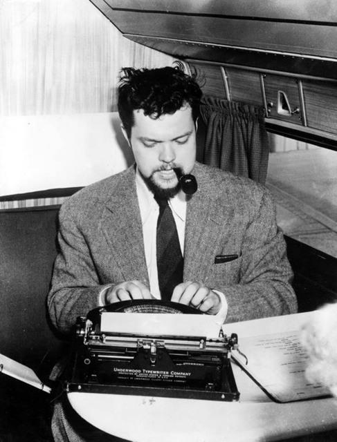 On Orson Welles' 100th birthday, recalling his stint as @nypost's oddest political columnist http://t.co/01hObnROAg http://t.co/u0DG4r4wUX