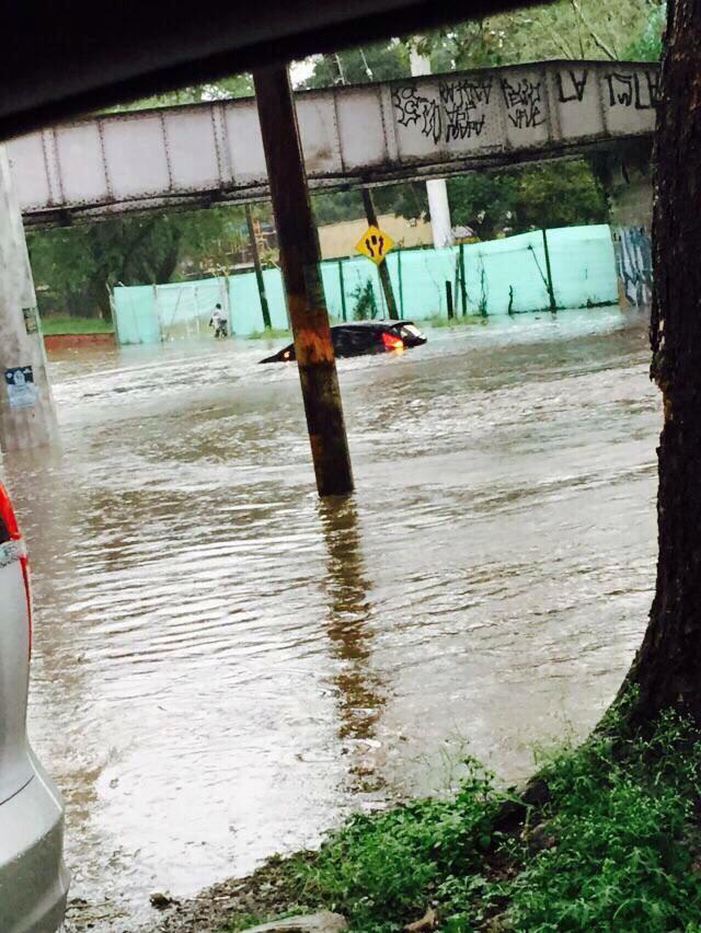 Inundación en #calico @elpaiscali @TelepacificoTV http://t.co/KweeI6DlL3