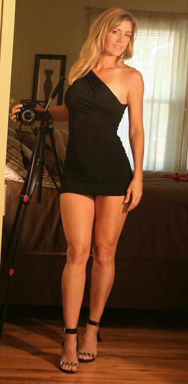 Порно фото в обтягивающих платьях мини фото 3872 фотография