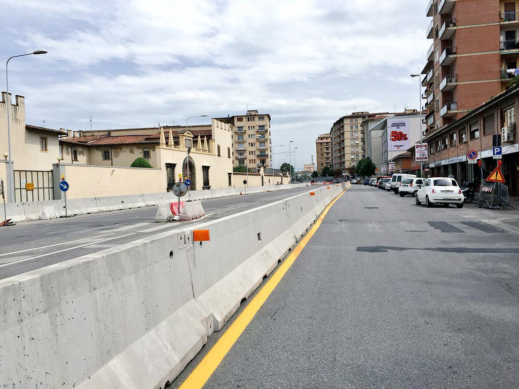 """RT @ferraro_filippo: #Tramvia #Linea2 Cantiere A2.2 via di Novoli (Poste): allestimento barriere pesanti terminato. http://t.co/7tScvQzgaO<a target=""""_blank"""" href=""""http://t.co/7tScvQzgaO""""><br><b>Vai a Twitter<b></a>"""