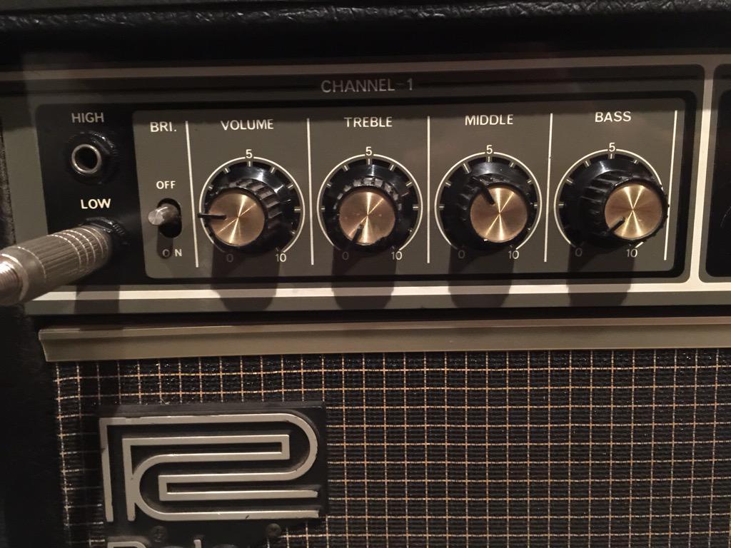 Treble 0 Middle 4 Bass 0 くらいが一番フラットに近い。エフェクターで音作りするならこのセッティングからスタートかな? #JC-120フラット伝説 http://t.co/FX6jR1vAa5