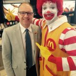 Clowning around #McHappyDay at Mcdonalds on Ellice with this guy in support of @RMHManitoba http://t.co/ds1EcSS20T