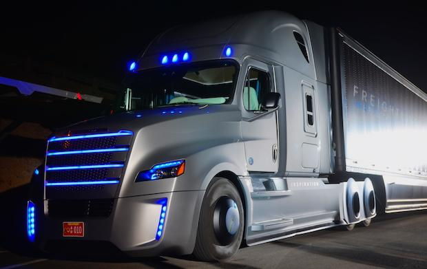 First semi-autonomous truck unveiled today.  Licensed to drive in Nevada.  Wow.   http://t.co/QOwYWWZiN5 http://t.co/rtrAbp5fuP