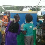 Students from Rock Lake Elem. are helping beautify neighborhood by painting utility box at Tampa Ave/Rock Lake Dr http://t.co/D2zoctgavJ