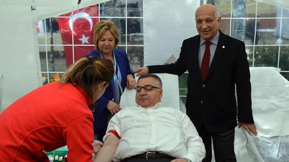 Türk Kızılayı'nın hedefi 2 milyon ünite kan  Haber Detay: http://t.co/FS6MMzBNF9 http://t.co/CNC21x9lEi