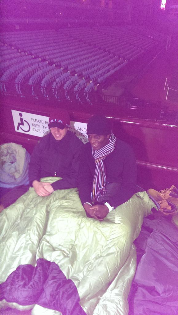 At @CEOSleepOutUK with @IanTaylor7 and Tom Fox. Please support us https://t.co/Wyw1PI3Sdd #ceosleepout #Vegas http://t.co/bYPmtyJIs6