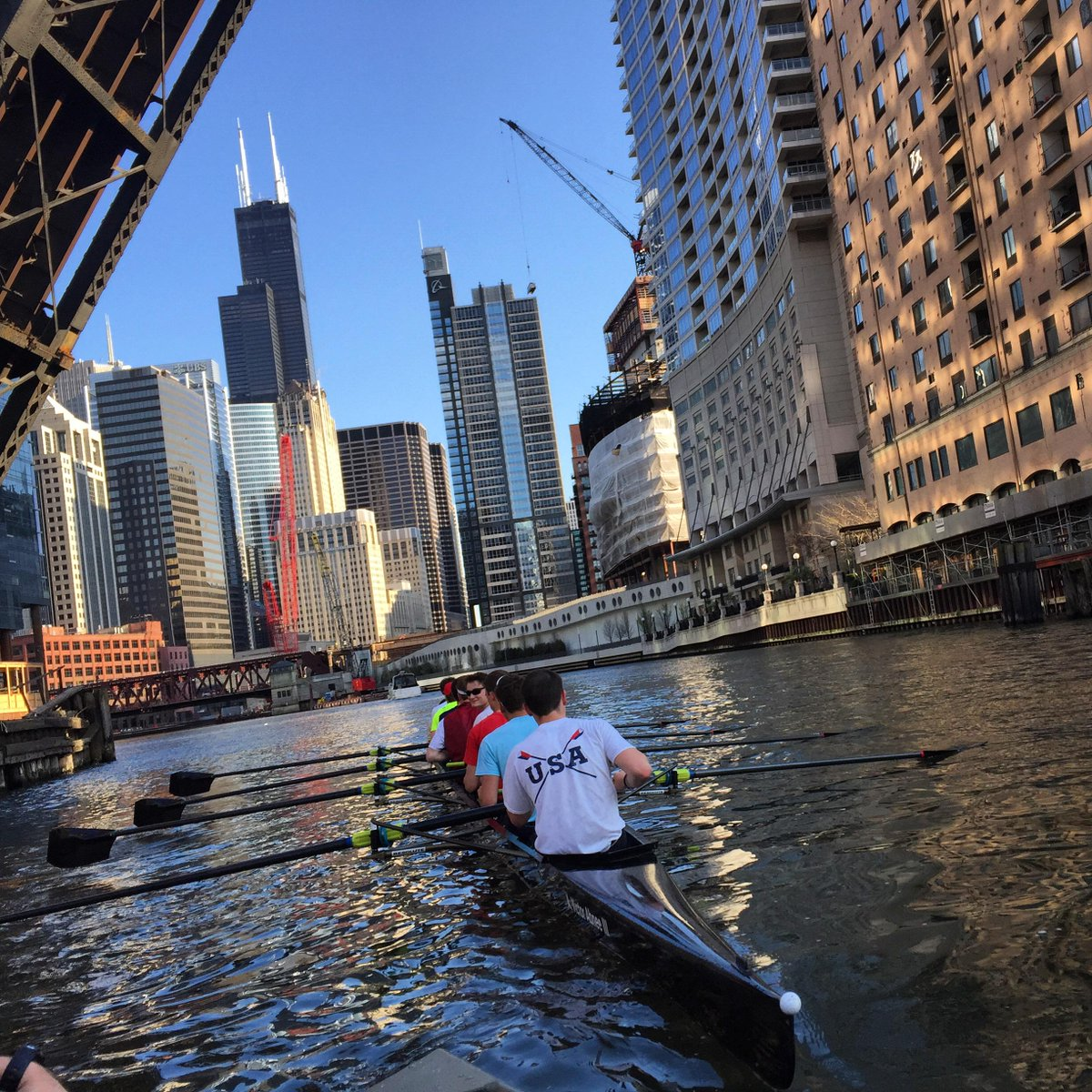 @usrowing @row2k check our awesome @chicagorowing Boys V8 training downtown