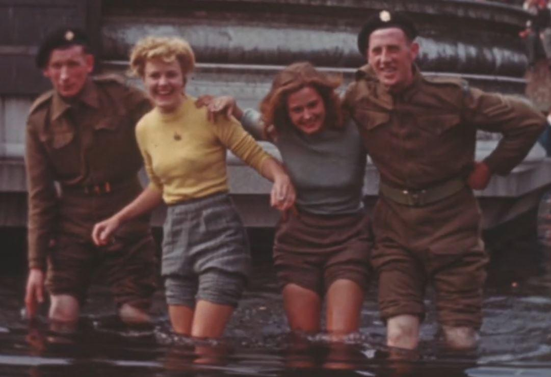 Were you in Trafalgar Sq on VE Day? We're trying to find the girls in the fountain, do you recognise them? http://t.co/QWchiIb8pB