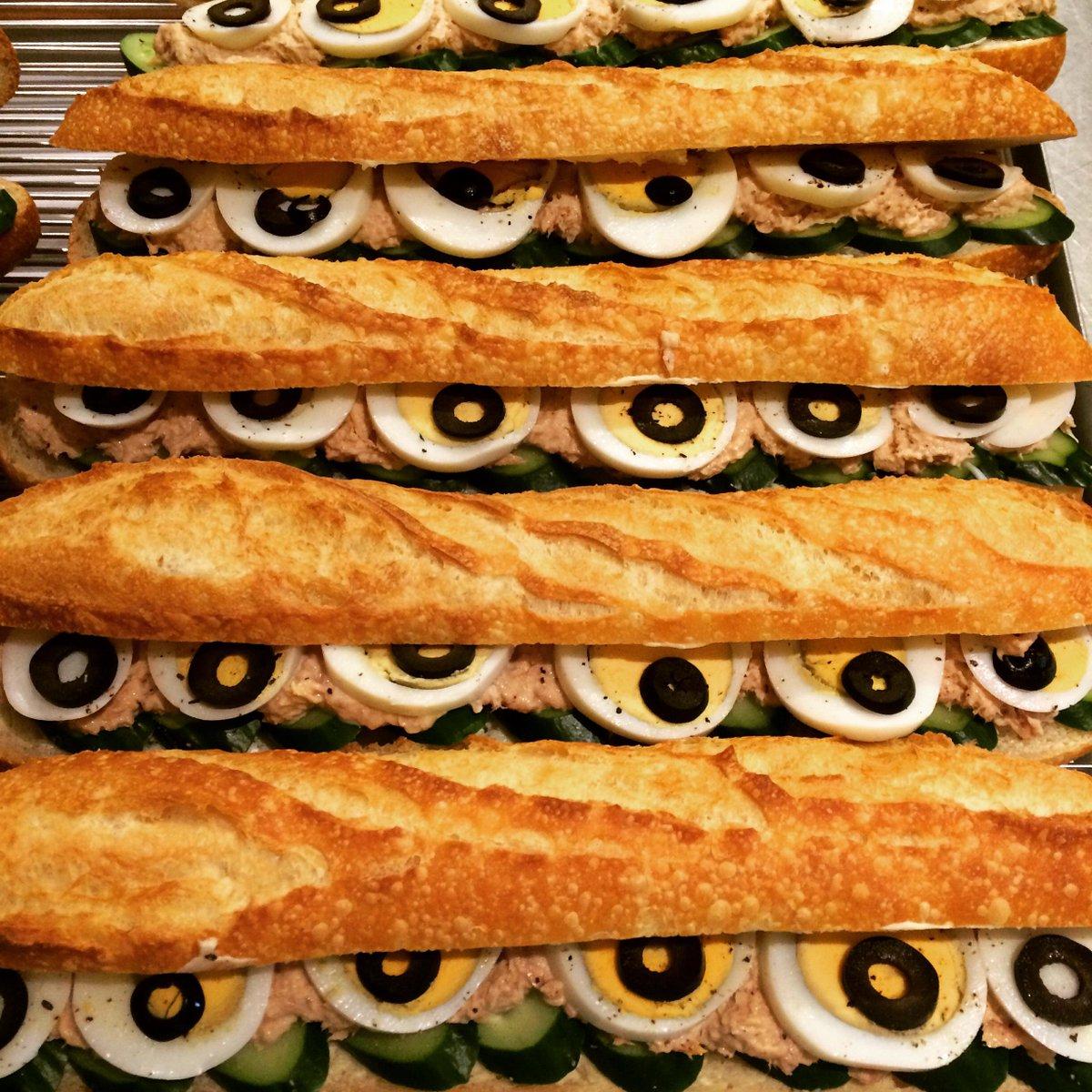 おはようございます!中目黒 サンドイッチリー シャポードパイユ です。本日も朝7時より営業しております。 ツナと卵ときゅうり、サンド中〜 05/08/07:00 http://t.co/6LmJ9M0S9S