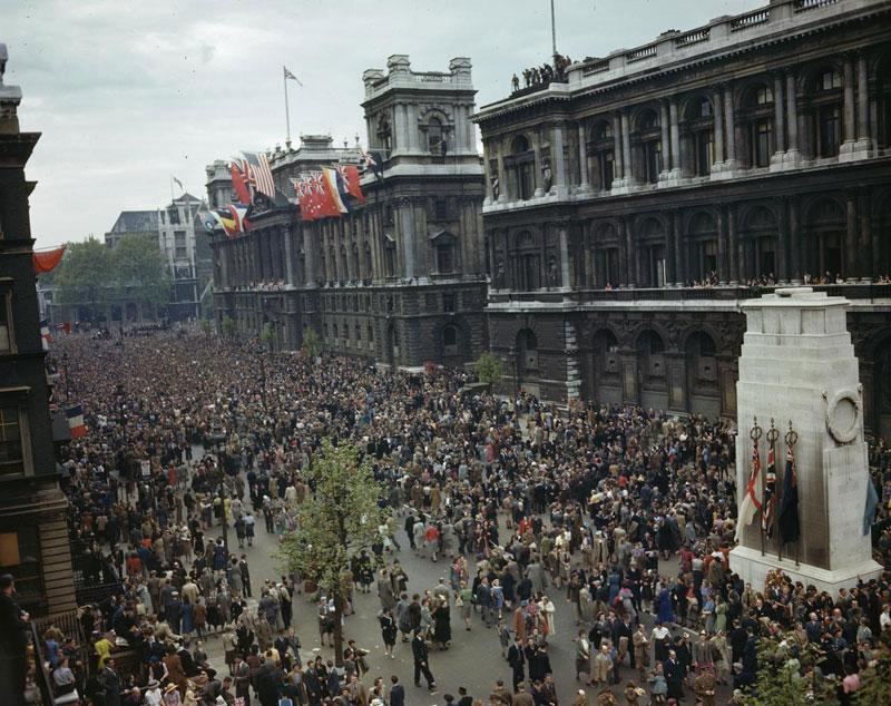 #OnThisDay 1945: Celebrations take place across the world to celebrate Victory in Europe Day  #VEDay70 http://t.co/lsCLVZMglp