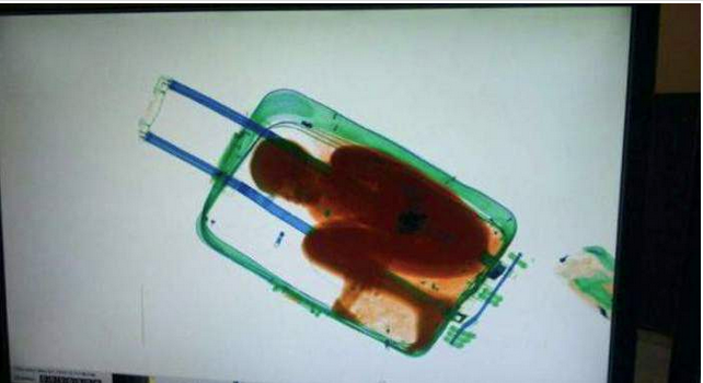 Une Marocaine transportant un enfant africain de 8 ans dans sa valise arrêtée à Sebta (Bladi) http://t.co/oEmn951s35