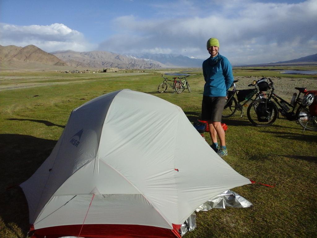 3 jours a rouler dans des paysages feeriques sur la KKH avec un petit col a 4100m en prime et des chameaux ;)