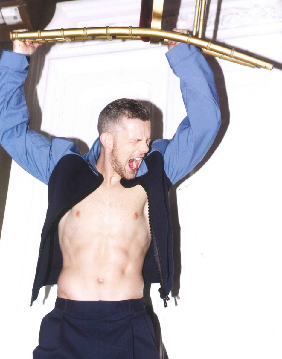 It's FRIDAY! @russelltovey sports our Tautz trouser... and not a lot else! http://t.co/wnQ3lIuAcO