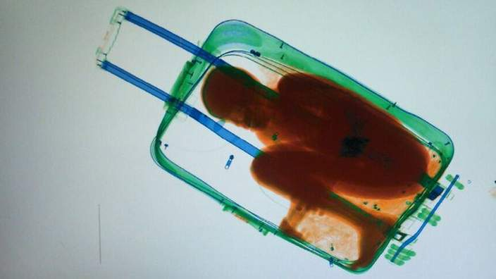 An eight-year-old Ivorian boy smuggled into Spain from Morocco inside a suitcase http://t.co/y3bbe1ZVuT http://t.co/D9PnaXZuop