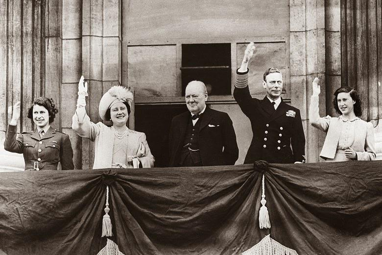 The Royal Family marking VE Day at Buckingham Palace on May 8th, 1945. http://t.co/k7RHhocpDj