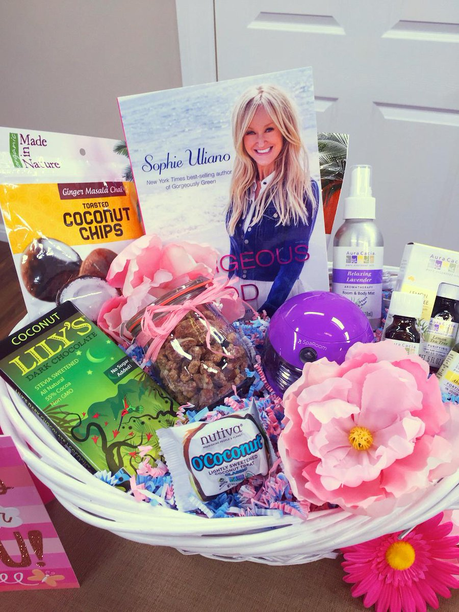 Ending! FOLLOW & RETWEET to win my @HomeandFamilyTV #MothersDay Basket #HealthisWealth @madeinnature @lilysweettweets http://t.co/k59K3j6IKV