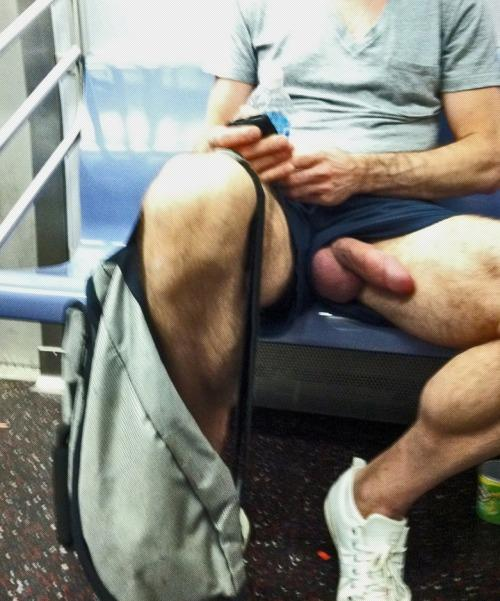 """sexy men on Twitter: """":3 algo en el metro #subway #sex # ..."""