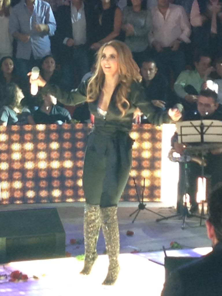 Espectacular!!! @LuceroMexico http://t.co/uikbfY7WHh