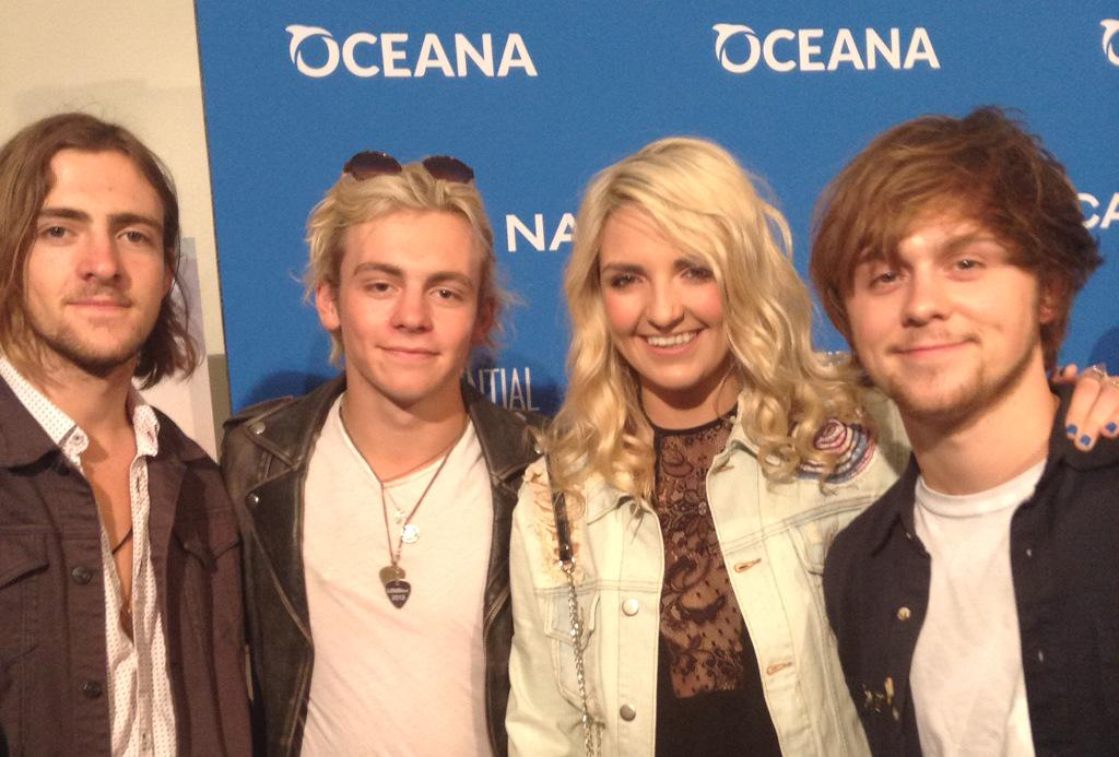 .@officialR5 share their favorite parts of the #ocean: orcas, octopuses and surfing. Solid. #NauticaOceanaBeachHouse http://t.co/RxMfwjyuDH