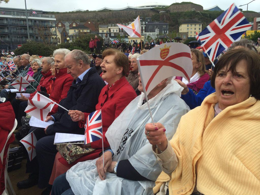 "Crowds singing war songs in Liberation Square. ""Beautiful Jersey"" beginning... #Liberation70 #Jersey http://t.co/vSMpYsjPwA"
