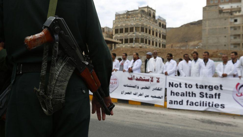 Yemen's doctors, nurses protest Saudi-led air strikes https://t.co/DknuXPb1q8 http://t.co/21uWXrQzSx
