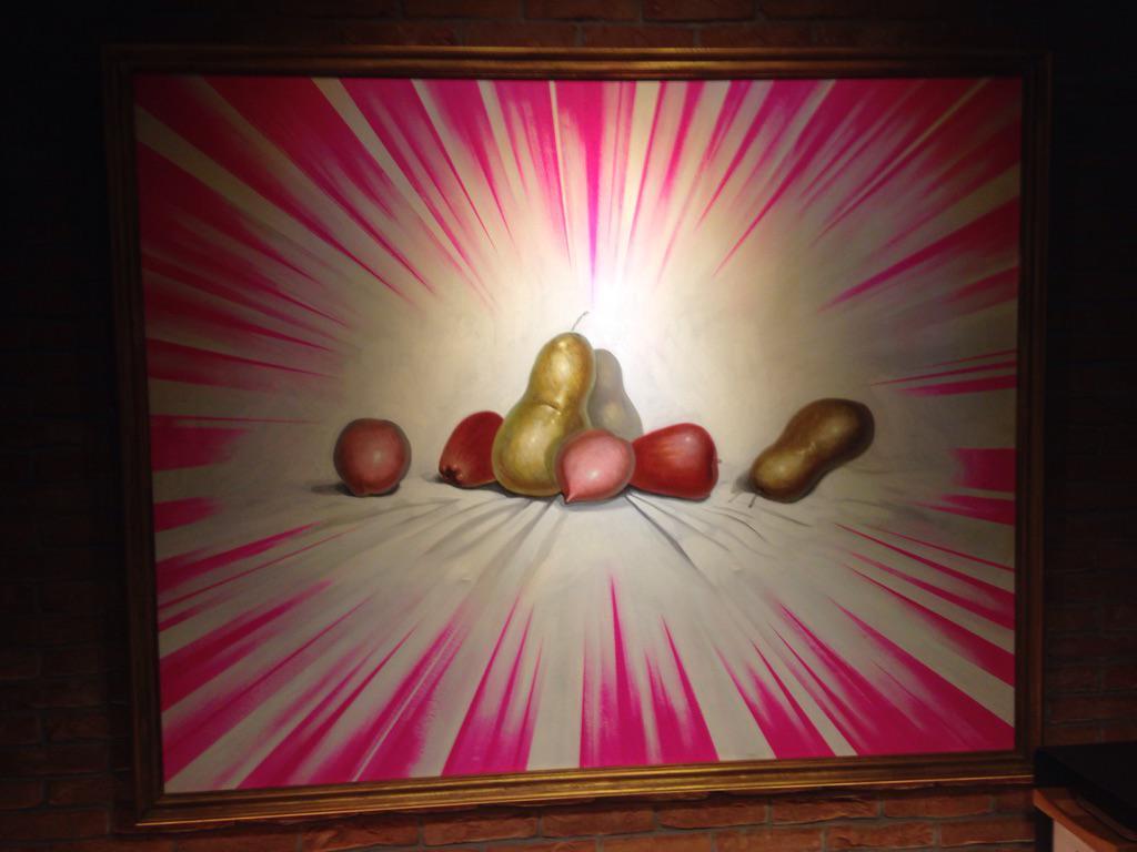 泊まってるホテルに飾ってある変な絵。バーン洋梨ッッ!!! http://t.co/yf7JE9e3jF