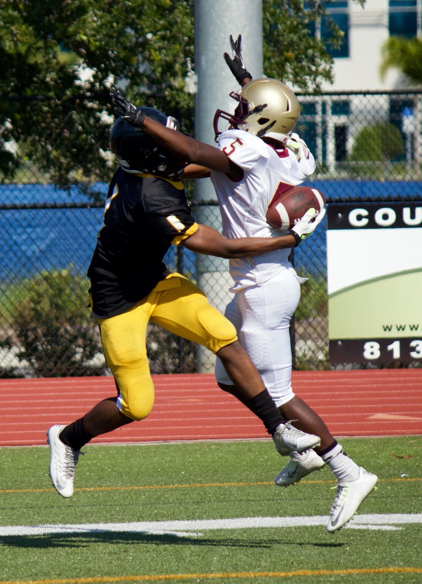 Yo! Check out this catch today by Lakewood's  @AdamsAdrian13 at the ref scrimmage at Calvary. A sick touchdown. http://t.co/DFi9oVQx4s