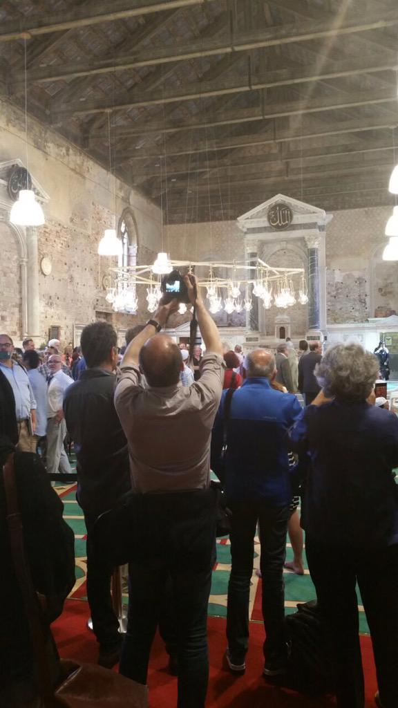 #جميل_جميل_جميل أول صلاة جمعة في كنيسة تحولت لمسجد في #يطاليا بعد اسلام الراهب ومسؤول النصارى في أقليم #أسبانيا http://t.co/kV3Sk8QQVr
