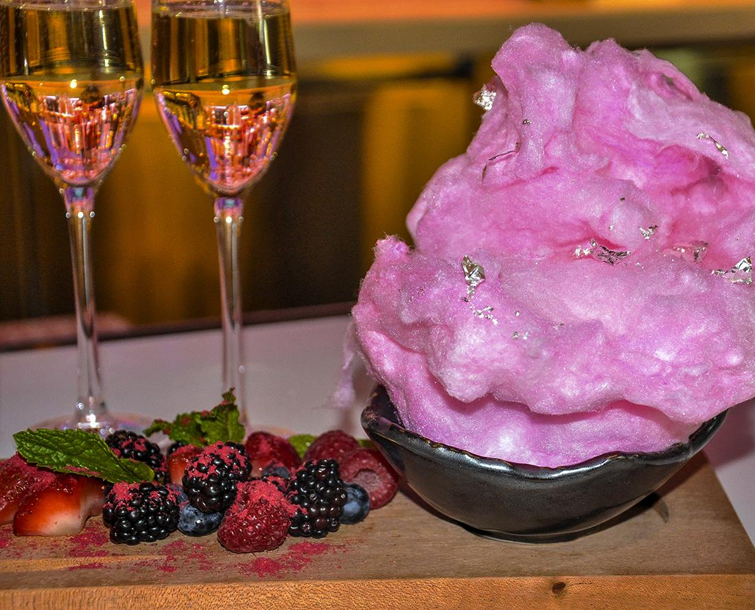 The Cotton Candy at #LobbyBar doesn't need a silver lining, but we added one anyway. #HowWeVegas http://t.co/oOcmJgvIHZ