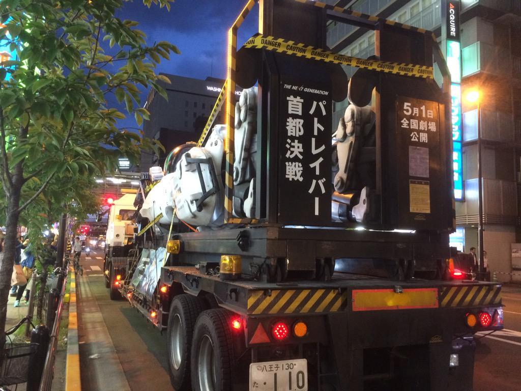 秋葉原でイングラム運んでたww 日本やっぱクレイジーww http://t.co/MbSwZtYoud