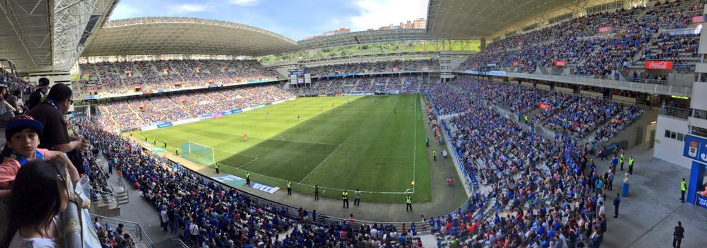 El #CarlosTartiere d'Uviéu viendo un partíu de 2ªB. Llocura. @RealOviedo @oviedismo http://t.co/p6VzaJPQ3v