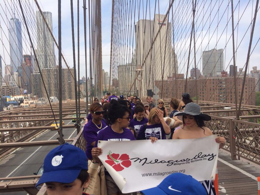 And they are off. Mother's Day walk to combat domestic  violence @NY1 #brooklynbridge http://t.co/LjwrPK0Xc6
