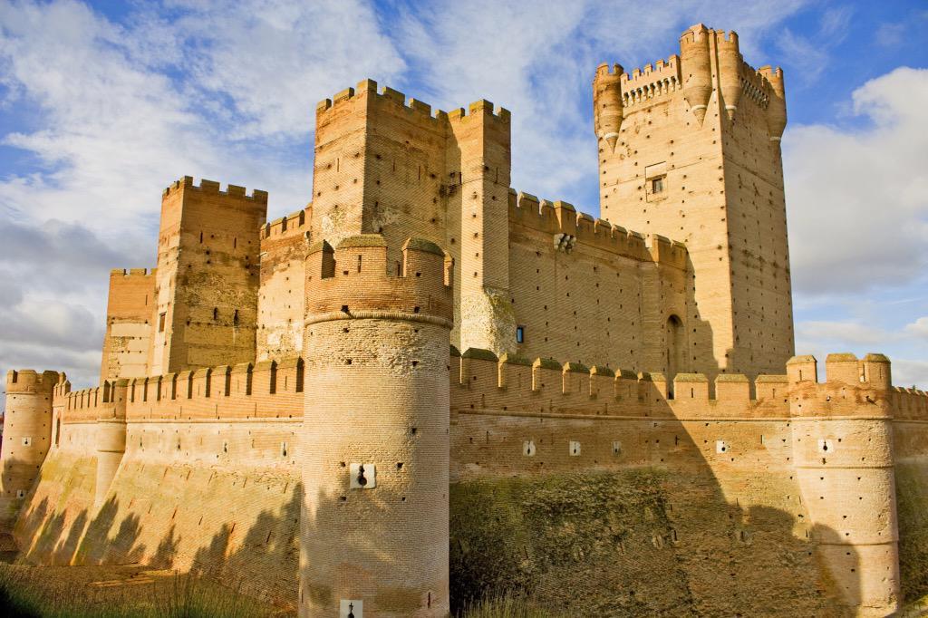 Castillo de La Mota en la villa de Medina del Campo #Valladolid @RutasporEspana @spainphotos https://t.co/7iNKRei88p vía @NationalImages