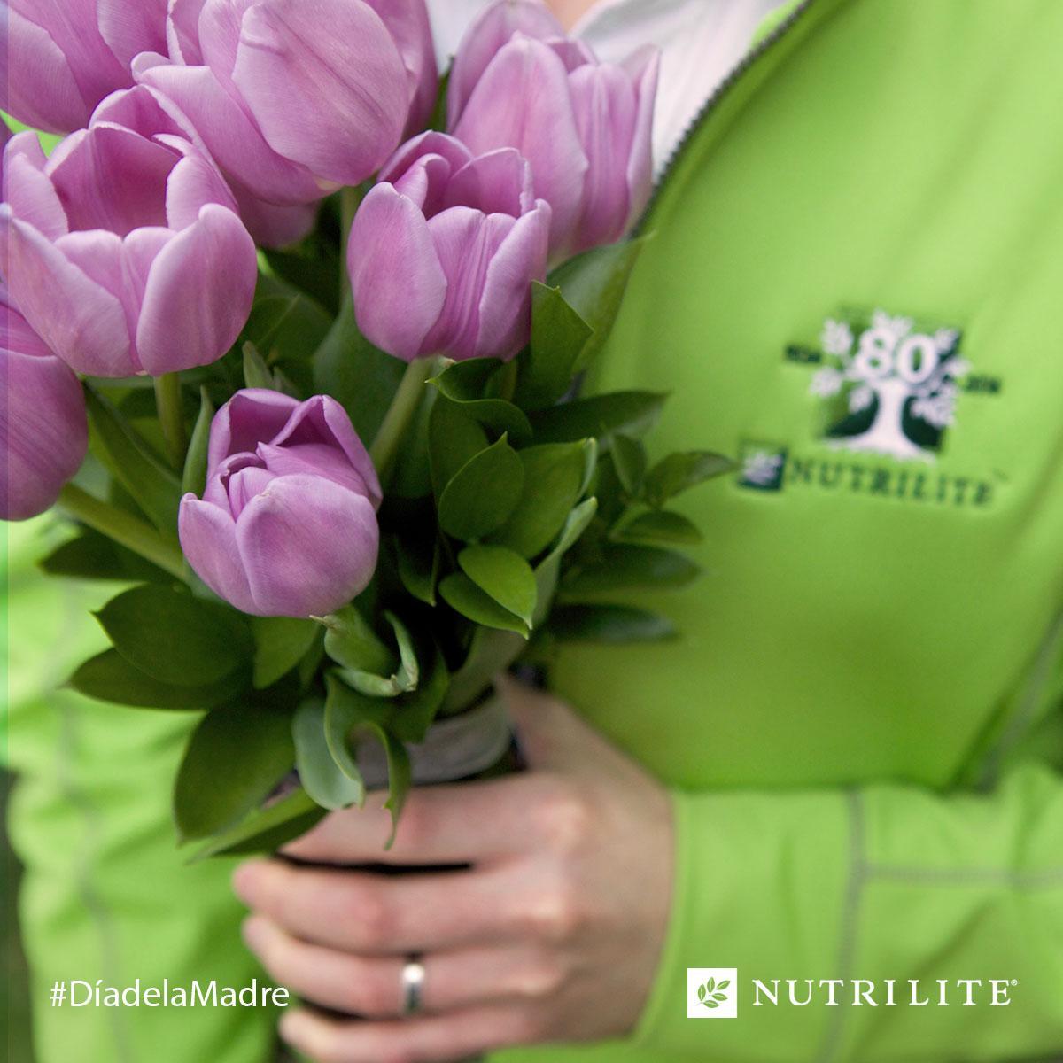 Te deseamos abundancia de salud y felicidad. ¡Feliz día de la Madre! (RT a alguien que aprecies) #Nutrilite http://t.co/pUtJJ7mCgA