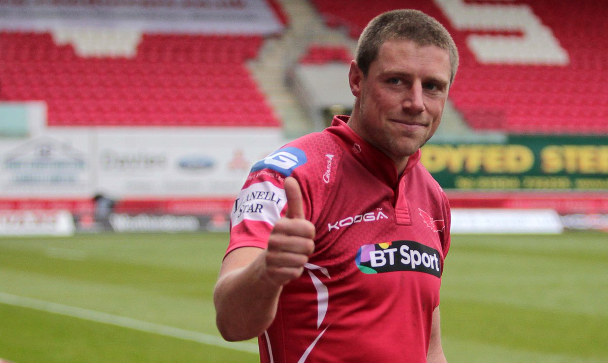 Diolch a phob lwc @Rhys_Priestland @scarlets_rugby record points scorer - 1095 Apps 156 #GwrBonheddig @HuwEvansAgency http://t.co/MmjZULBizT