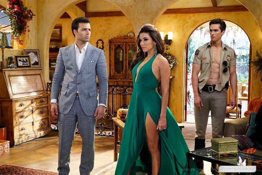 "#HotandBothered 1x01 - ""Pilot"" - Episodic Stills with @EvaLongoria and @jencarlosmusic - http://t.co/P3cr5b92N3 http://t.co/SbE8ZLvjwi"