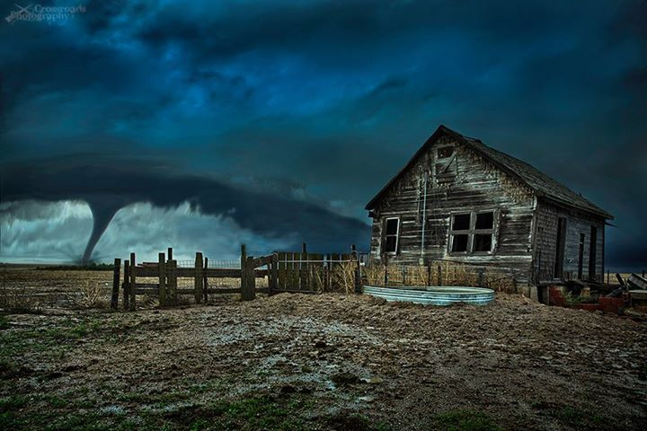 Wizard of Oz in real life yesterday in Kansas, via Thomas Zimmerman https://t.co/1Gc7NlWCx0 http://t.co/NGCtuvZHOj