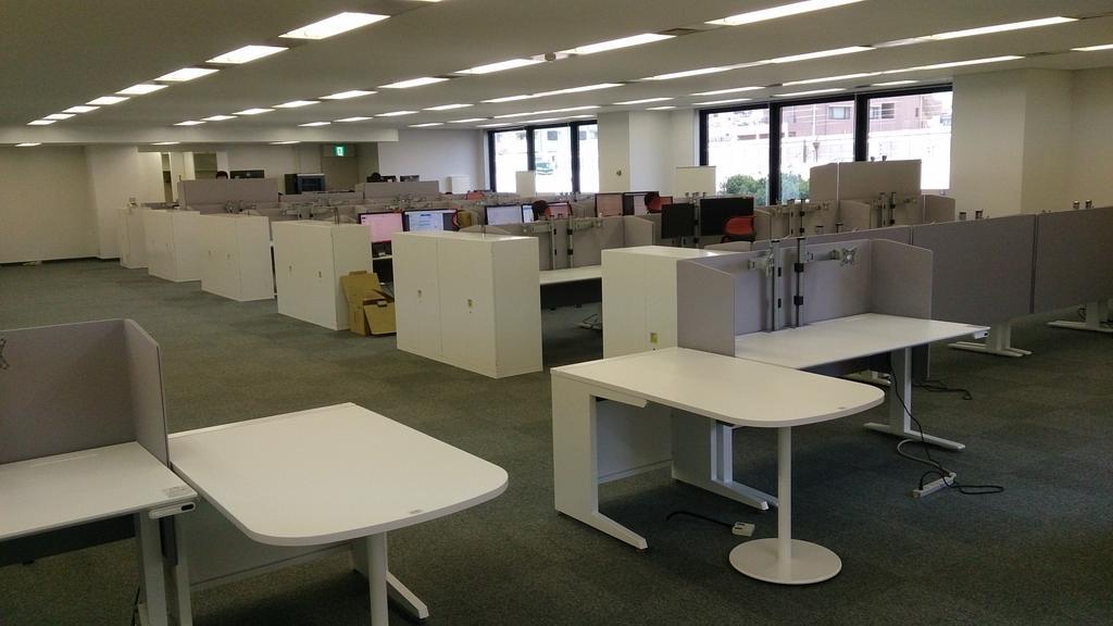 オフィス増床&増床エリア用に昇降式デスク40台導入完了。 http://t.co/vqXhvSf5Vd