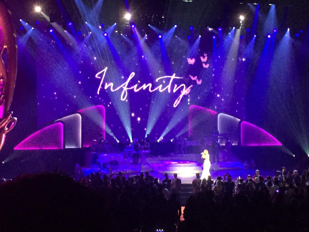 We love you to #infinity too... amazing show tonight @MariahCarey @CaesarsPalace #vegas http://t.co/6O5cyrwwoF