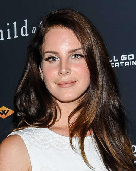 Lana Del Rey apologises to fans for cancelled show