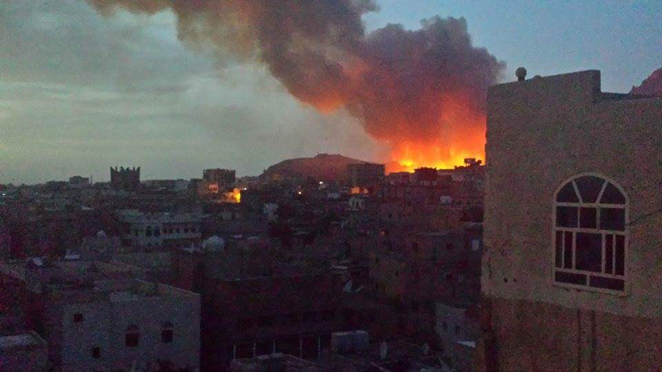 Nuqm explosions now #Yemen #Sanaa #أمل_وكرامة http://t.co/8U51smVw1H