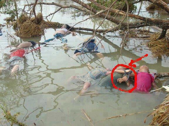 يتم تقييد أطفال مسلمي بورما أحياء ثم يرمون في الأنهار والوديان.  اين المسلمين لاحوله ولاقوه الابالله ؟   http://t.co/4YwlkiknPZ