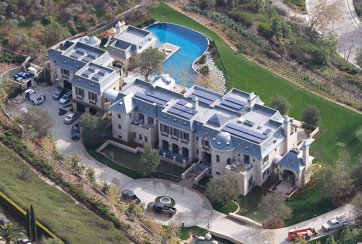 Light a candle tonight for Tom Brady who will miss four games. With Gisele. In this house. http://t.co/ssuxhszKH8