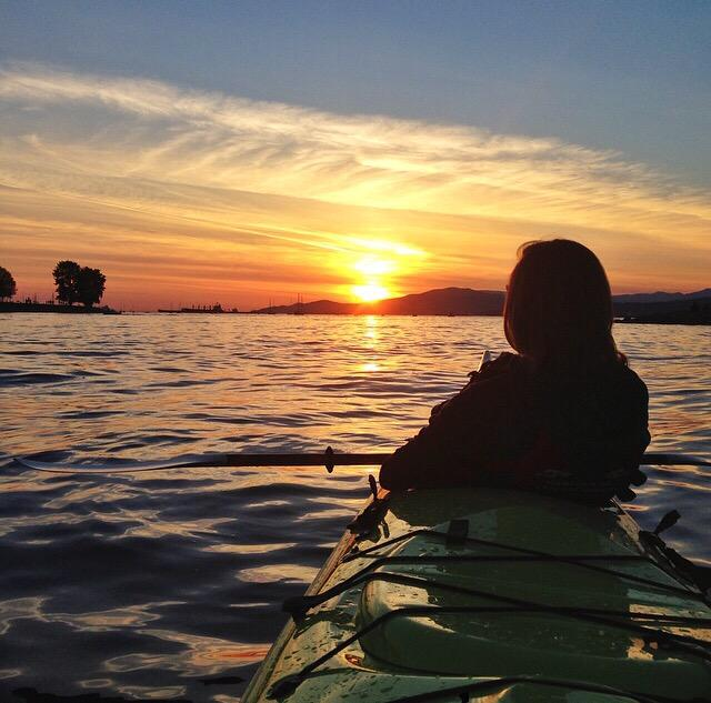 Post work paddle, #Vancouver style. #veryvancouver #explorebc http://t.co/Mo3mGYbuiP