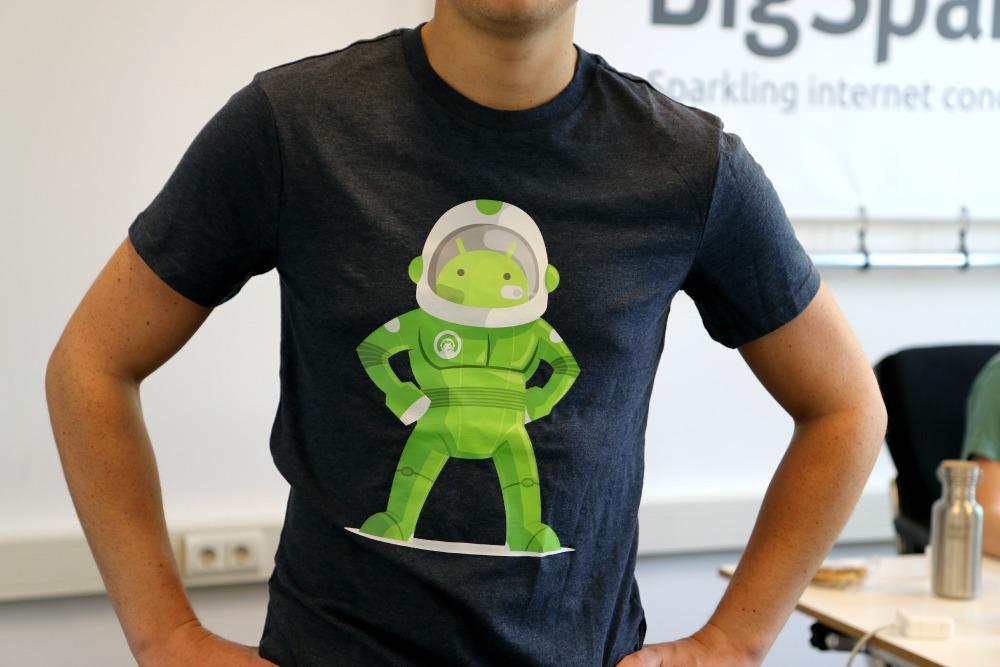 Leuk voor de zomer: wil jij ook dit toffe Android Planet t-shirt hebben? RT/volg ons (sowieso een tip!) en maak kans! http://t.co/yaexOCKFMr