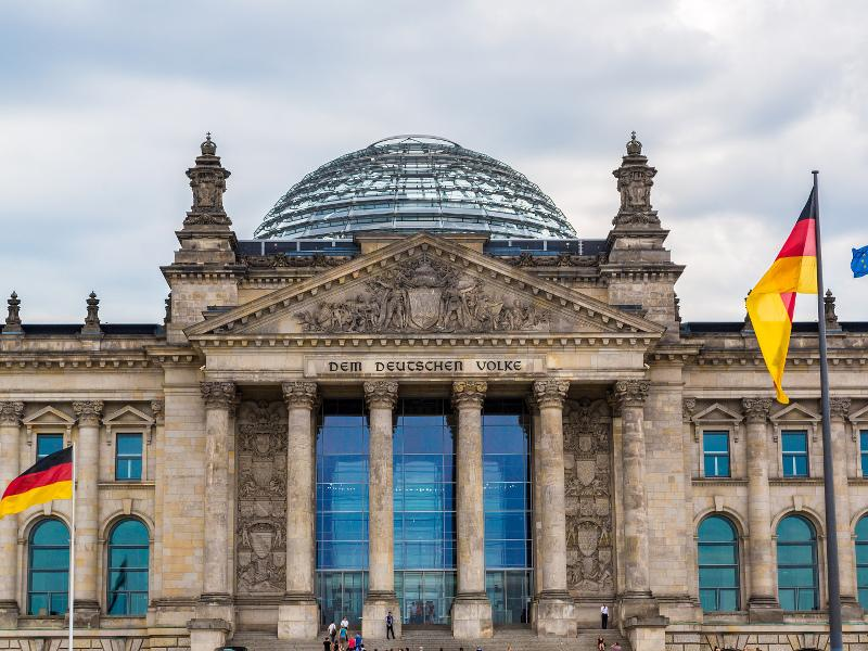 German Chancellory colluded with BND and NSA - WikiLeaks http://t.co/XEhHKKppEG http://t.co/5sDYOOP2nX