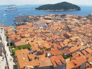 ドゥブロヴニク(クロアチア)予算¥110000〜魔女の宅急便や紅の豚のモデルになったとも言われるクロアチアの街。その旧市