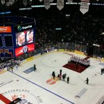 "Patrick Roy ovationné au Colisée Pepsi. On chante ""Patrick! Patrick!"" http://t.co/S1z16flZwk"